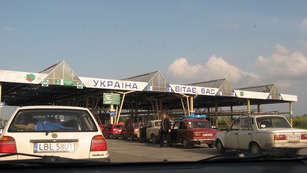 Krakivets_border_crossing